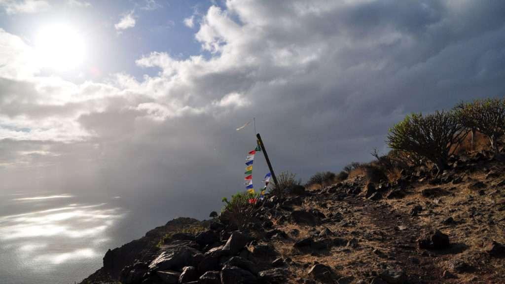 Berggipfel tibetische Fahnen © Annette Bauer yoga-xperience.de