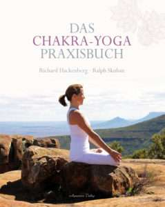 Das Chakra-Yoga Praxisbuch Skuban Hackenberg © Aquamarin
