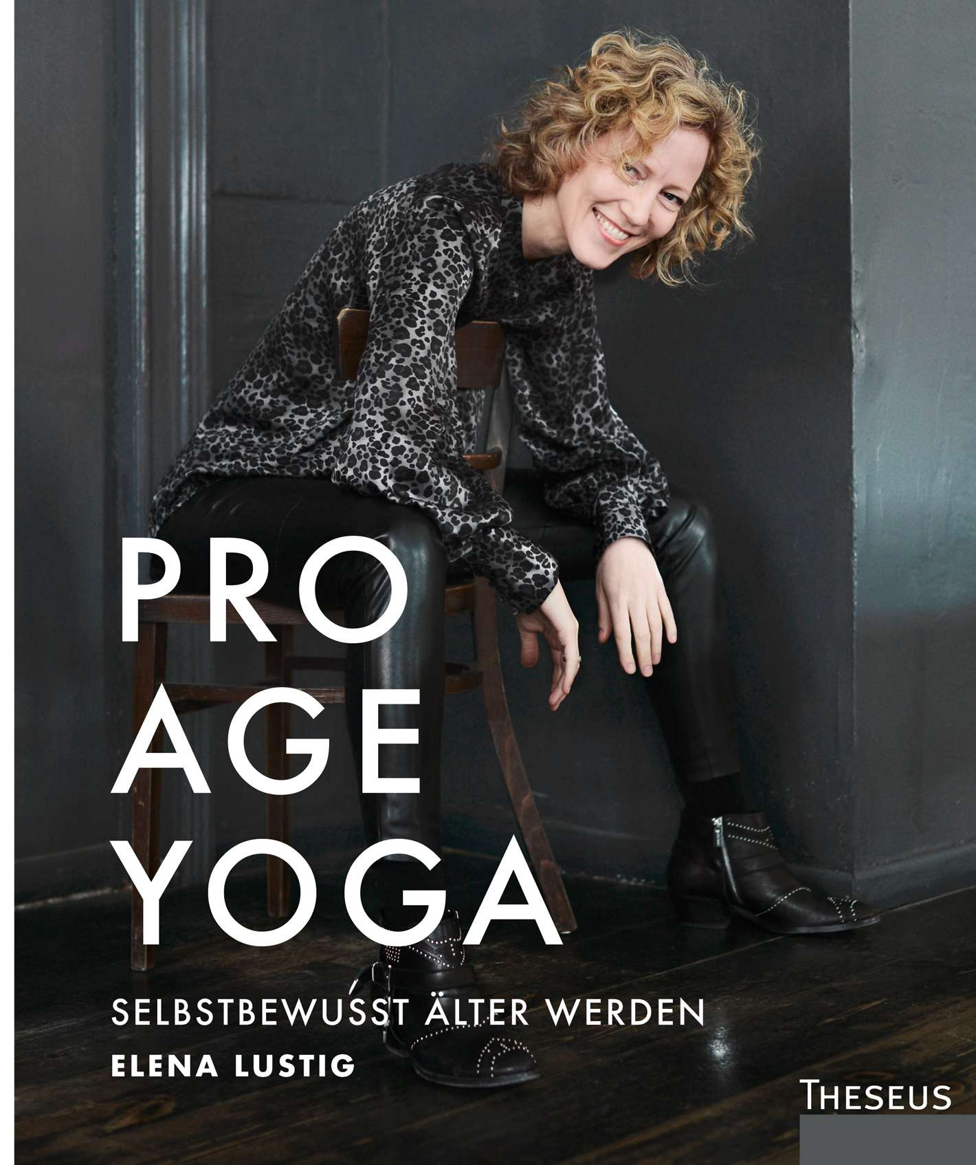 """Pro Age Yoga"" von Elena Lustig © Theseus/Kamphausen Yogannetteblog.de"